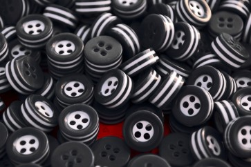250 white and black STRIPED BUTTONS - 5mm thick! - choose from sizes 18L 16L 14L - great quality - Made in ITALY