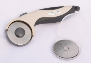 Thackery RC1-45C ROTARY CUTTER w/ 10 BLADES - uses 45mm Cutting Blades - ergonomic left or right handed!